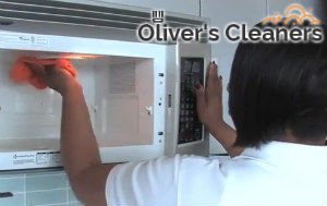 cleaning-the-kitchen-hampstead